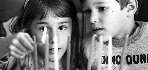 Нужно ли детей в семье учить еврейским традициям? Если да, то каким?
