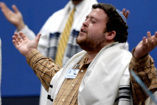 Как к мессианскому направлению иудаизма относятся другие его ветви?