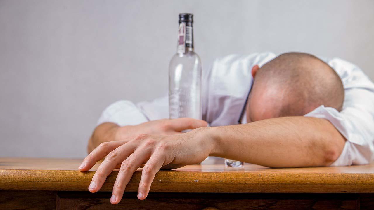 Закодироваться от алкоголя - выход?
