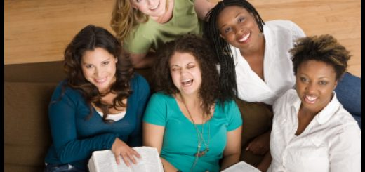 women-in-ministry-with-Bibles1