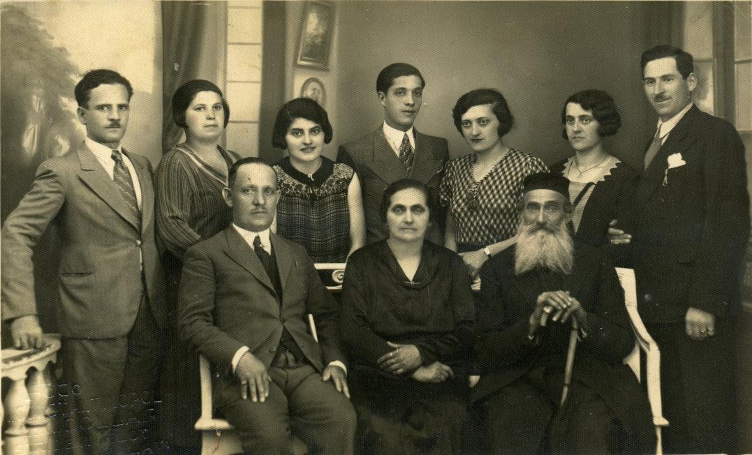 """Еврейские фамилии или """"как еврея назовете..."""""""