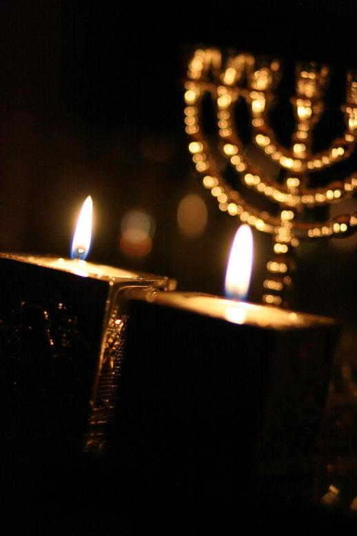 причины служения евреям
