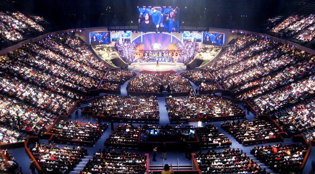 Разрушая миф об успешных американских церквях