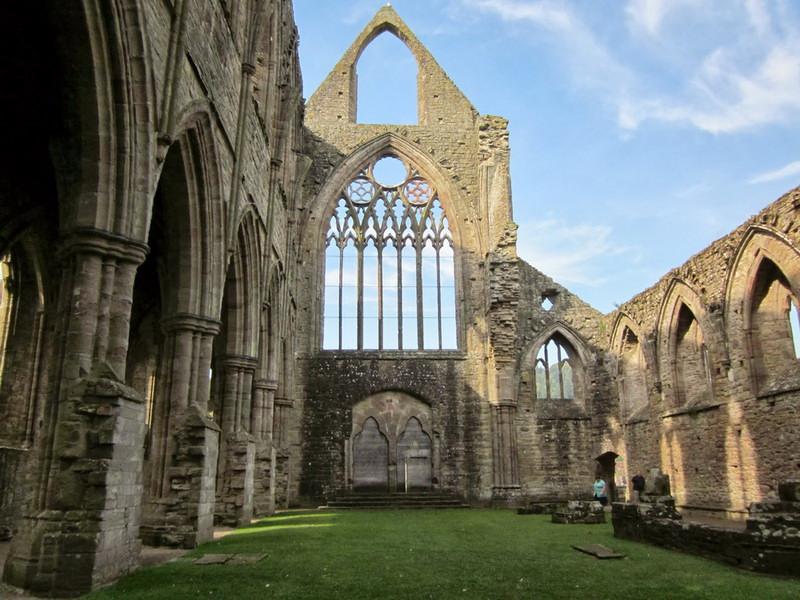 Действительно ли церковь нуждается в больших зданиях?