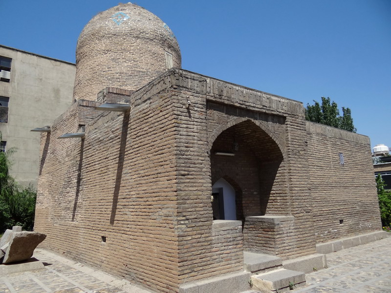 Hamadan_-_Mausoleum_of_Esther_and_Mordechai5