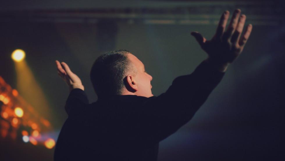 Как избежать эмоциональной манипуляции во время поклонения