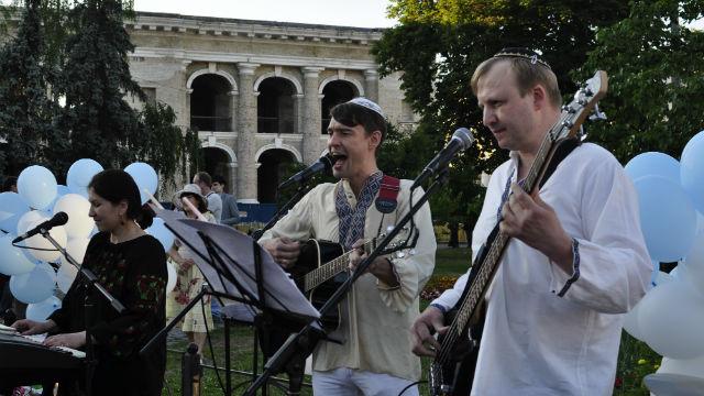 Эрев-шабаты КЕМО в центре Киева: открытие сезона. Фото