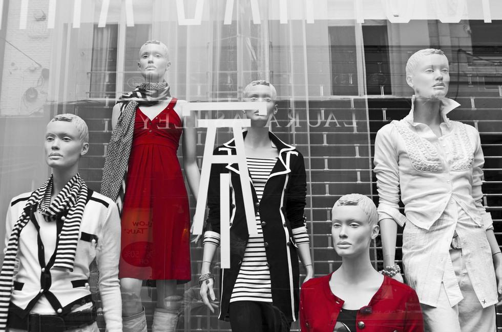 Можно ли работать в магазине, где продают неприлично короткие юбки?