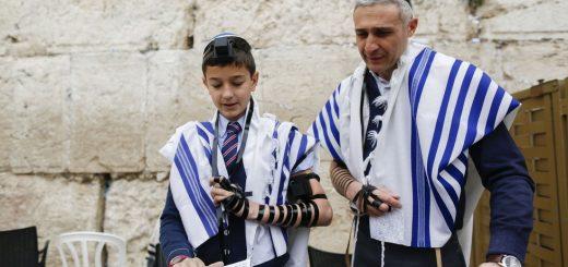 Почему, если отец - еврей, ребенок не считается евреем?