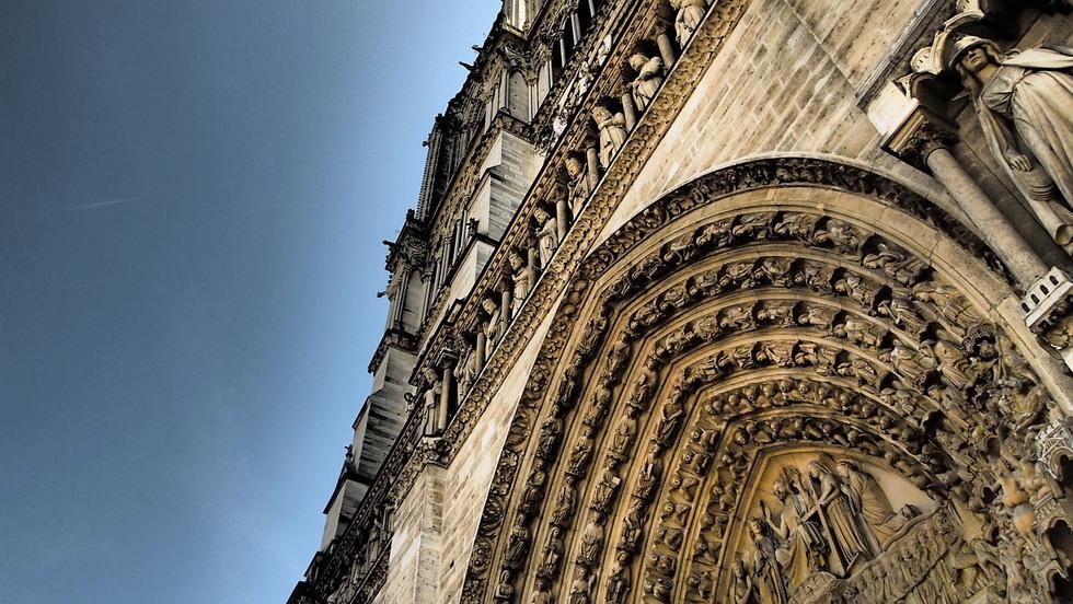 paris-879582_1280