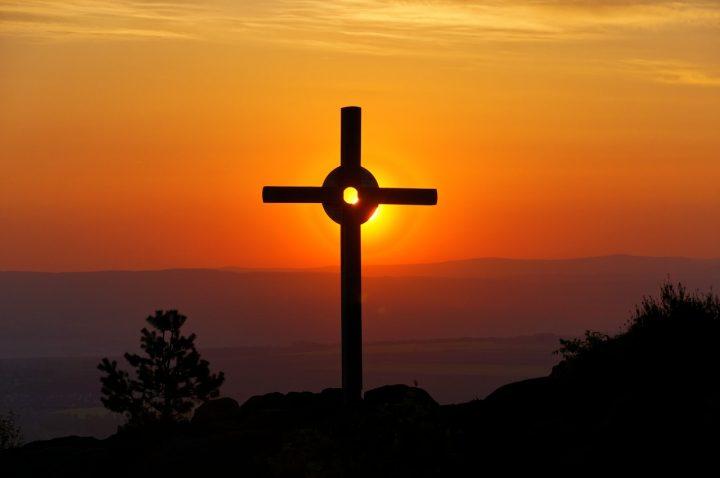 10 библейских стихов, напоминающих, что Бог победил