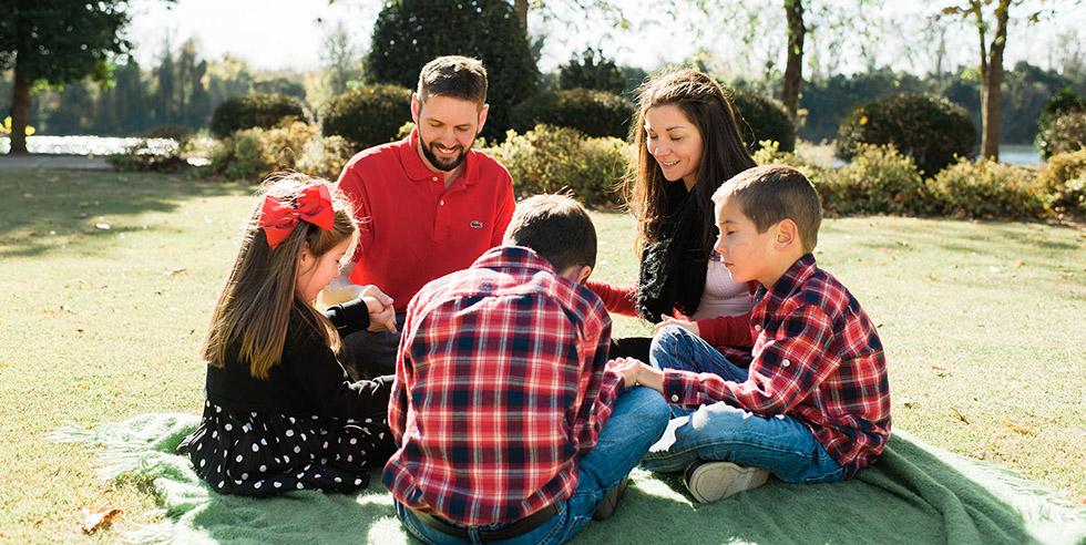 Family-Praying3