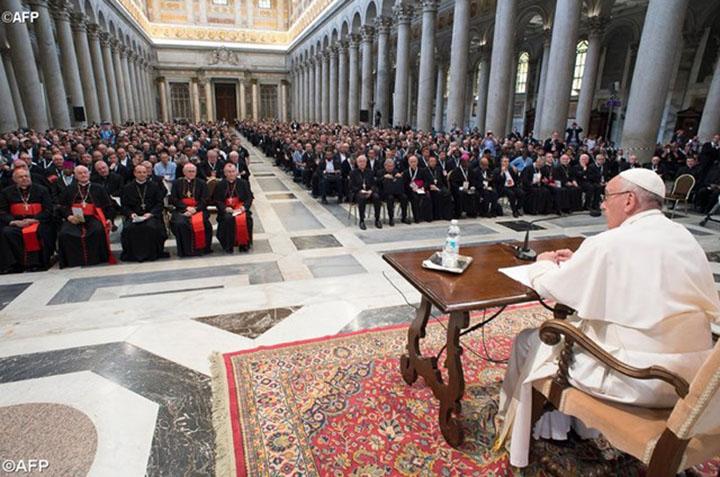 Папа Франциск: священник - это не чиновник