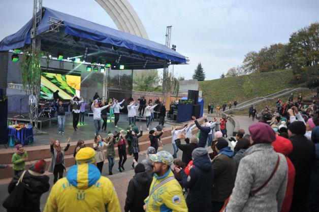Суккот в Киеве под Аркой: теплый праздник в холодный день. Фотогалерея