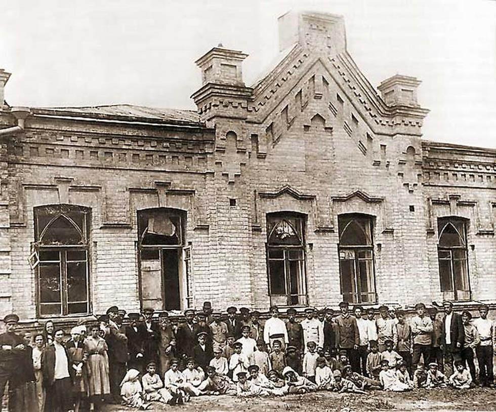 Киев. Разгромленная синагога на Демиевке. 1920