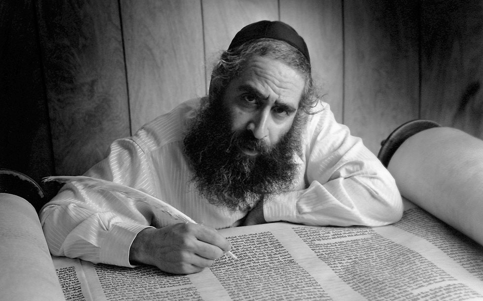 photo - The Magnes Collection of Jewish Art and Life, UC Berkeley / Photograph [2012-6-1]: Moshe Shaingarten by Yves Mozelsio (Chicago, Ill., 1996-1999)