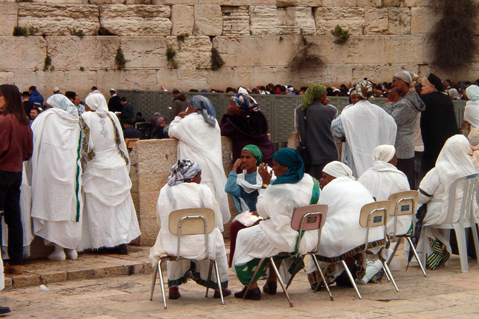 photo - Sputnik / Ethiopian women at the Kotel during the week of Passover, April 20, 2003, Jerusalem.