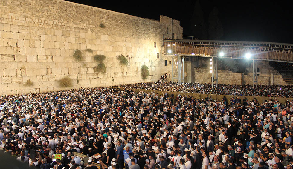 Author - איתי טיומקין. Selichot prayer at the Western Wall, between Rosh HaShana and Yom Kippur 2018