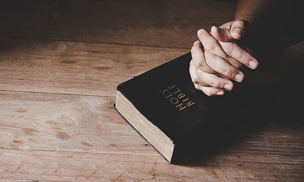 Christian life crisis prayer to god. Woman Pray for god blessing