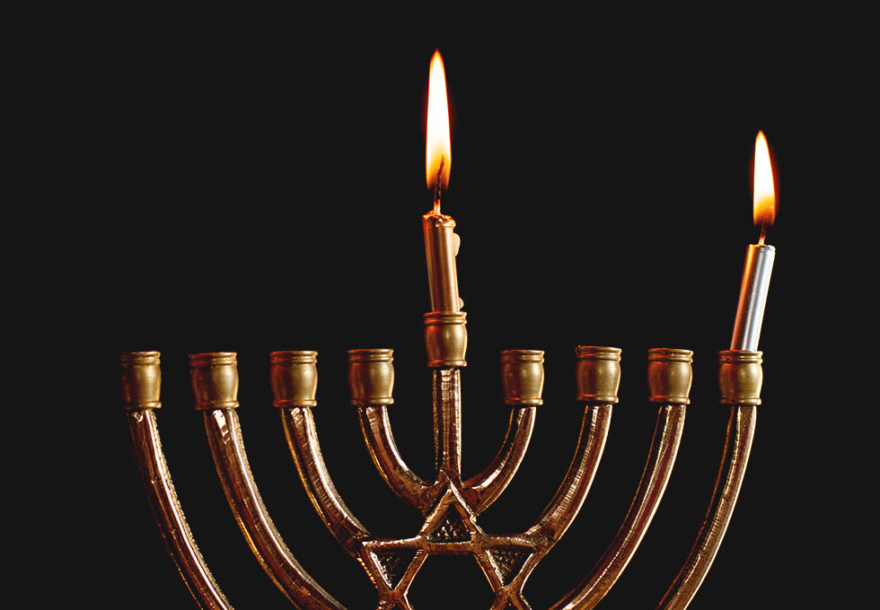 молитва на зажигание первой свечи Хануки