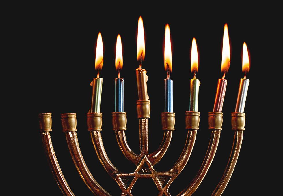 как молиться, зажигая ханукальные свечи