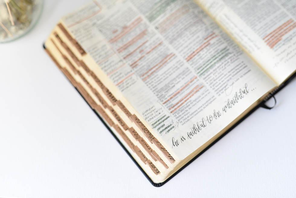 woman-bible4
