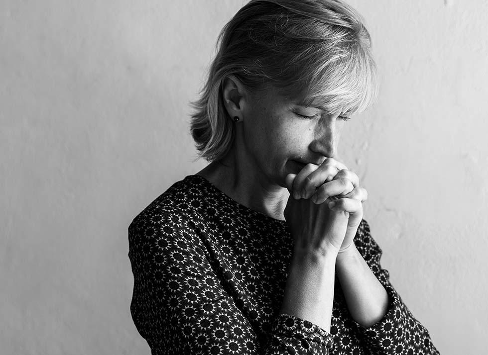 мама молится