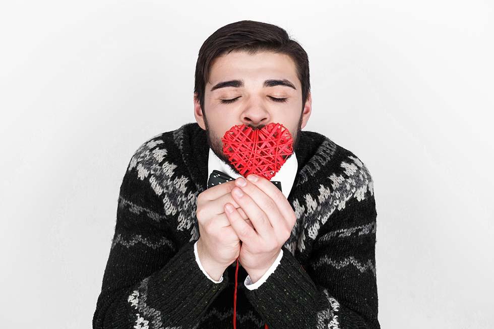 целует сердце