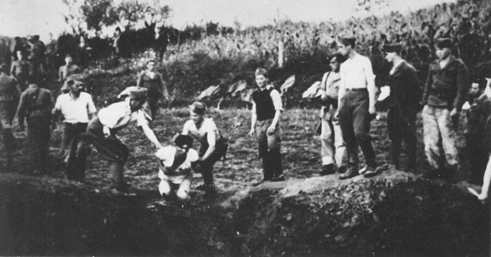 Ustaše militia execute prisoners near the Jasenovac concentration camp