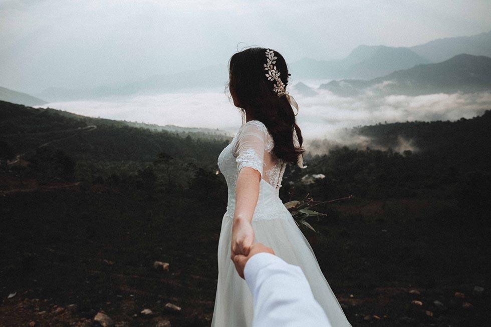 невеста ведет жениха