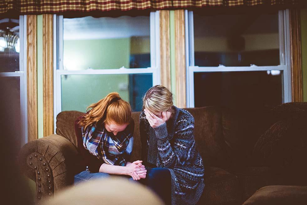 жена и дочь плачут