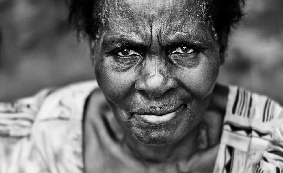 пожилая африканская женщина