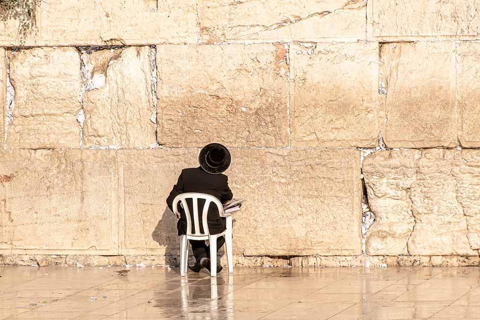 ортодоксальный еврей у Стены Плача