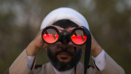 Мусульмане слушают арабов-христиан, знающих иврит