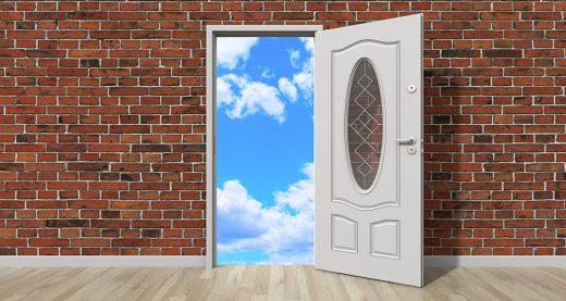 Когда Бог закрывает дверь, открывает ли Он окно?