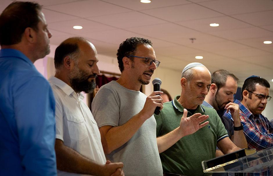 Политические враги объединяются для атаки на мессианских евреев