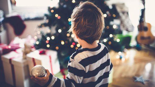 Пять вещей, которым стоит научить своих детей в Рождество